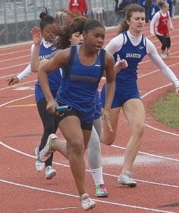 Carman-Ainsworth's girls' track team qualified the 400m and 800m relay teams for state.