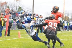 Tyler Minor (7) can't get his hands on a pass that was batted away in the end zone on the last play of the game.