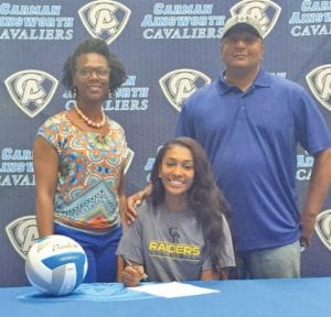 Che'Anne Hicks is flanked by her mother, Tamika, and her father, Jimmie, at her signing.